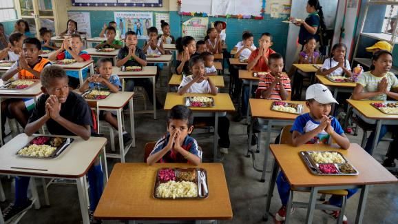 Déjeuner dans une école d'Higuerote (Etat de Miranda),au Venezuela, le 26 août 2016.