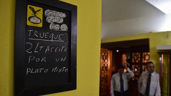Un restaurant à Caracas propose ce repas en échange de deux litres d'huile de cuisson, le 13 septembre 2016.