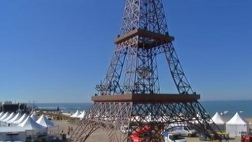 Vendée : une tour Eiffel sur la plage