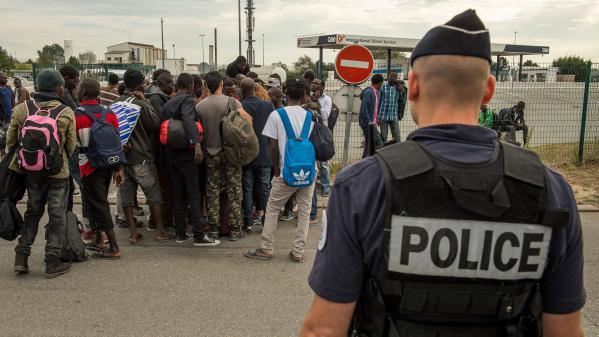 """À Calais, """"François Hollande est allé sur le terrain politique"""""""