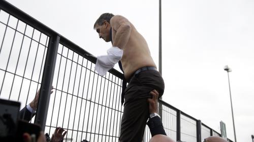"""Air France : le procès de """"la chemise arrachée"""" est ouvert"""