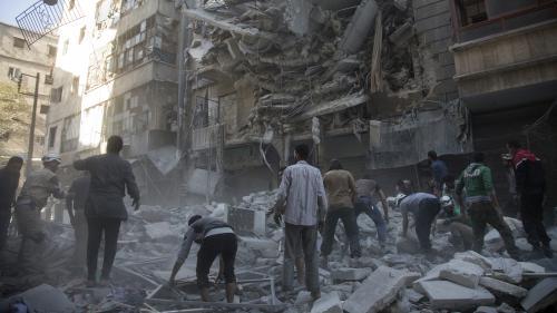VIDEO. Sans eau et sous les bombardements : le quotidien des habitants d'Alep