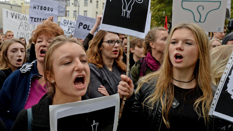 pologne manifestations pour le droit l 39 avortement. Black Bedroom Furniture Sets. Home Design Ideas