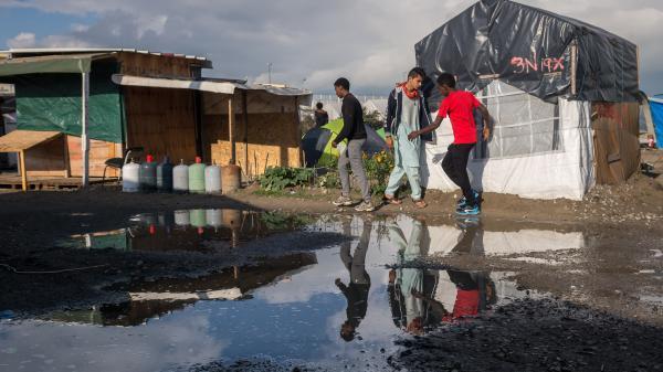 """Calais : derniers préparatifs avant le démantèlement de la """"jungle"""""""