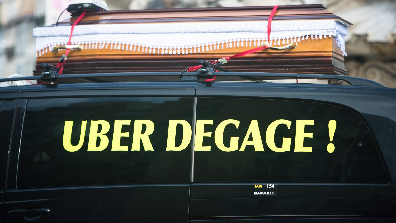 eurozapping nouvelle d faite pour uber un camion g ant en belgique. Black Bedroom Furniture Sets. Home Design Ideas