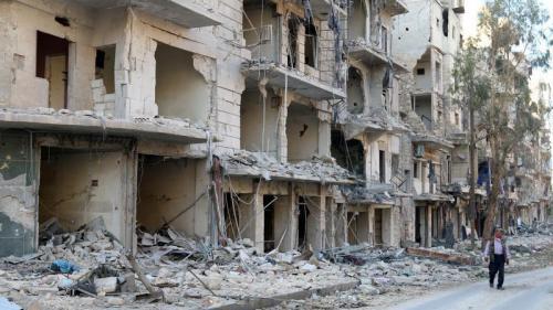 Syrie : violents combats et tirs d'artillerie à Alep après la fin de la trêve