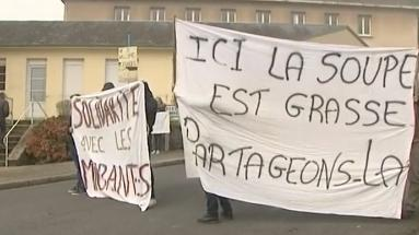 """Jungle"" de Calais : l'accueil des migrants en France divise"