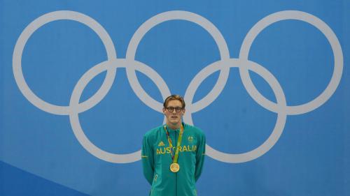 Un champion olympique de natation se fait enlever un grain de beauté suspect grâce à un fan