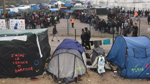 "Calais : la ""jungle"" se vide progressivement"