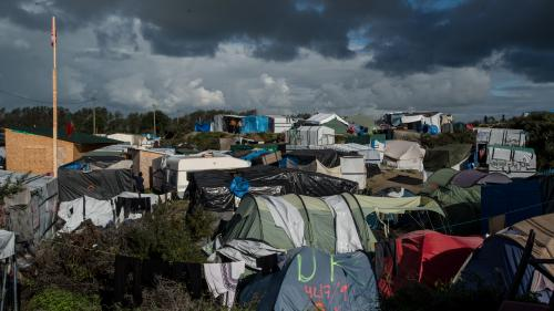 "DIRECT. Calais : les migrants commencent à évacuer la ""jungle"""