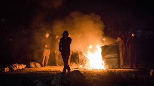 """VIDEO. Calais : une dernière nuit sous tension avant le démantèlement de la """"jungle"""""""
