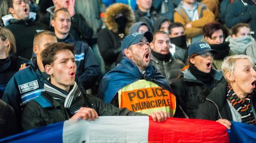 DIRECT. Les policiers toujours dans la rue, les syndicats reçus à l'Elysée