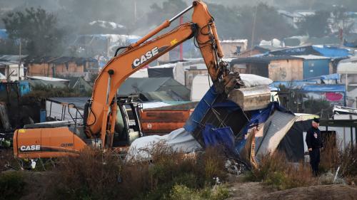 """DIRECT. Calais : la démolition de """"jungle"""" a débuté, des bus attendent les derniers migrants"""