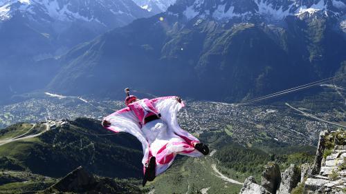 VIDEO. Chamonix : un Américain filme son propre crash en wingsuit et survit miraculeusement à sa chute