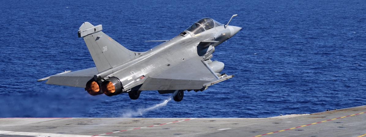 L 39 arm e de l 39 air fran aise a utilis plus de 1 600 bombes for Porte avion francais