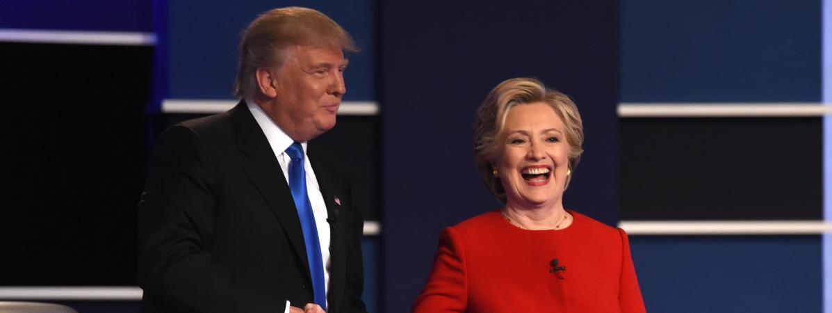 Donald Trump et Hillary Clinton et se serrent la main à l\'occasion du premier débat présidentiel, à Hempstead (Etats-Unis), le 26 septembre 2016.