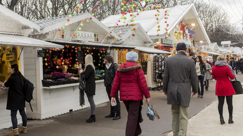 Paris le march de no l des champs elys es bien prot g - Biens atypiques paris ...