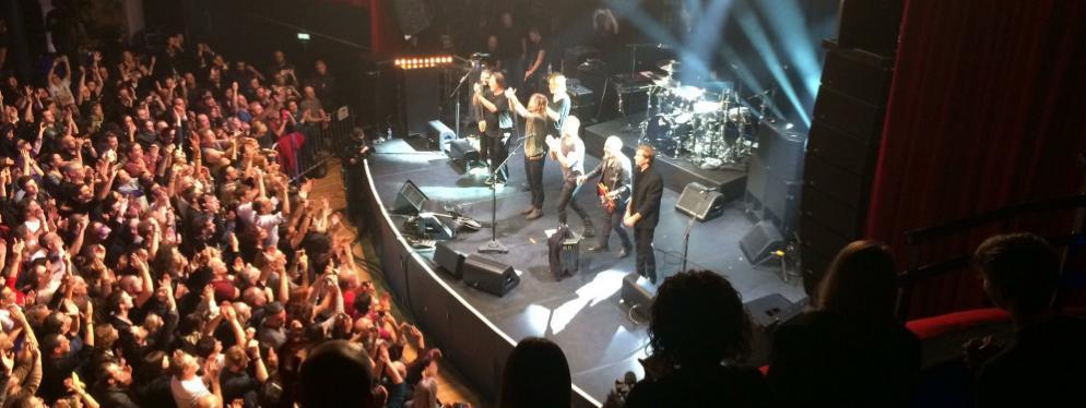 Sting et son équipe à la fin du concert, au Bataclan, le 12 novembre 2016