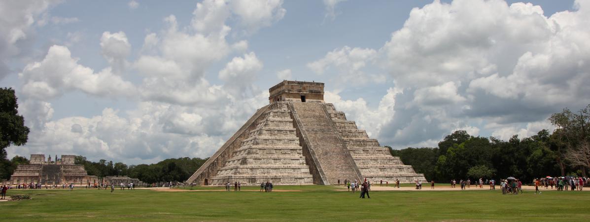 la pyramide de kukulcan chichen itza au mexique