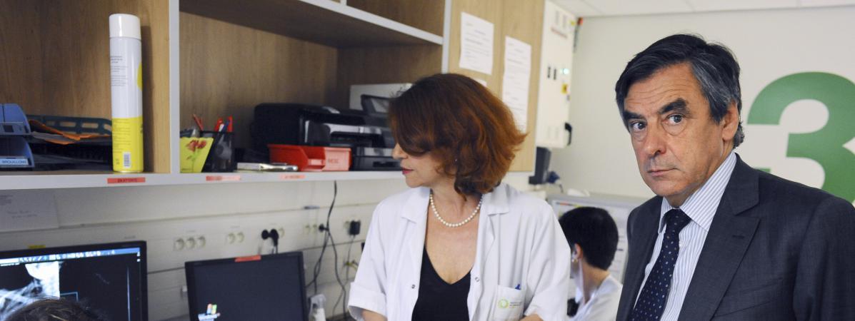 François Fillon visite l\'Institut universitaire du Cancer de Toulouse le 4 juin 2015.