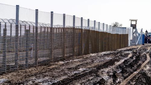 En direct du monde. Le procès d'un réfugié jugé pour terrorisme en Hongrie