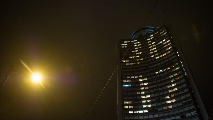 Les habitants de la Tour de l\'Europe, à Mulhouse (Haut-Rhin) ont illuminéleurs fenêtres avec le 36 37, le numéro de téléphone du Téléthon, lors de la29e édition, le 4 décembre 2015.