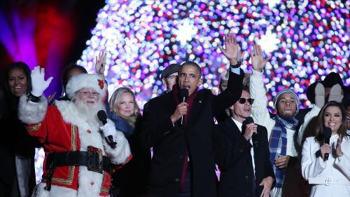 """VIDEO. Barack Obama chante """"Jingle Bells"""" à la Maison Blanche pour la dernière fois"""
