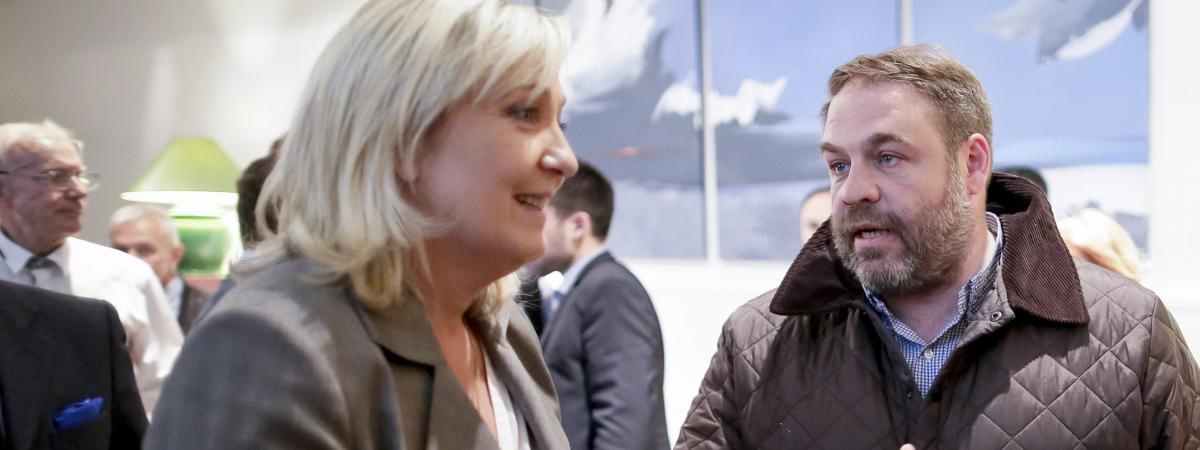 Marine Le Pen et Axel Loustau, conseiller régional FN d'Ile-de-France, le 23 juin 2015 à Paris.