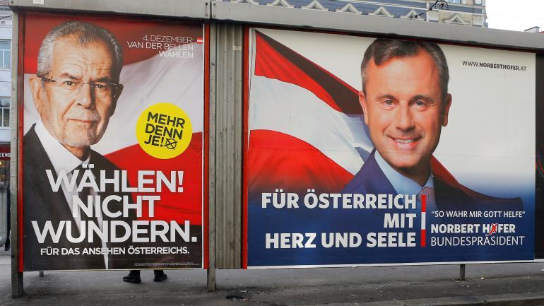 Affiches de campagne du candidat d\'extrême droiteNorbert Hofer (à droite) et de son rival écologisteAlexander Van der Bellen, à Vienne, en Autriche, le 4 décembre 2016.