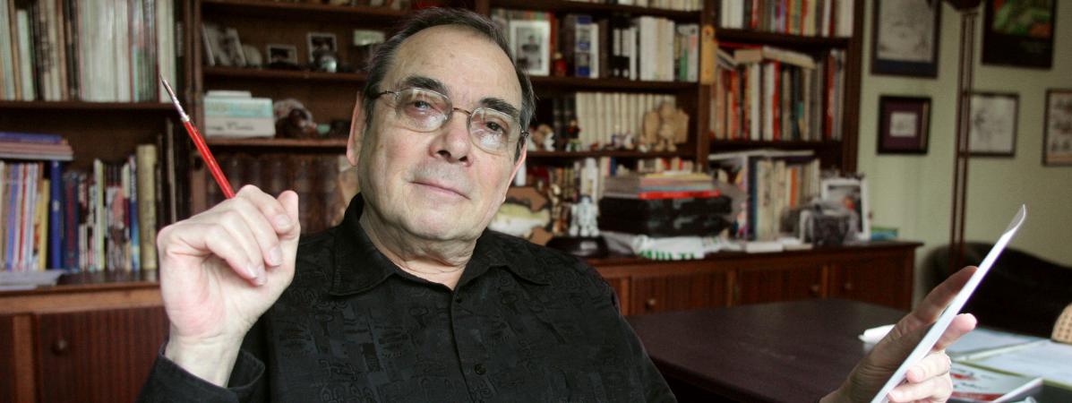 Ledessinateur Gotlib dans son bureau, le 4 mai 2005, au Vésinet, près de Paris.