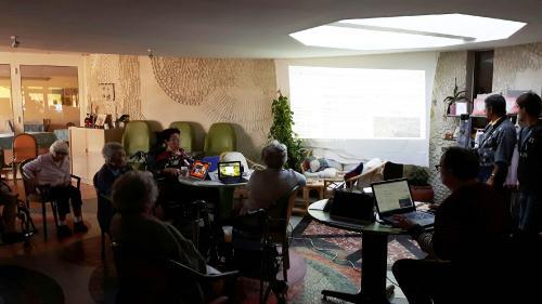 Internet pour rompre avec l'isolement des personnes âgées