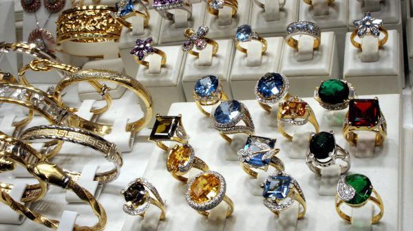 nouvel ordre mondial   Venise : des bijoux volés dans une exposition en pleine journée