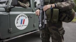 Des militaires de l\'opération Sentinelle, le 25 juillet 2016 à Paris.