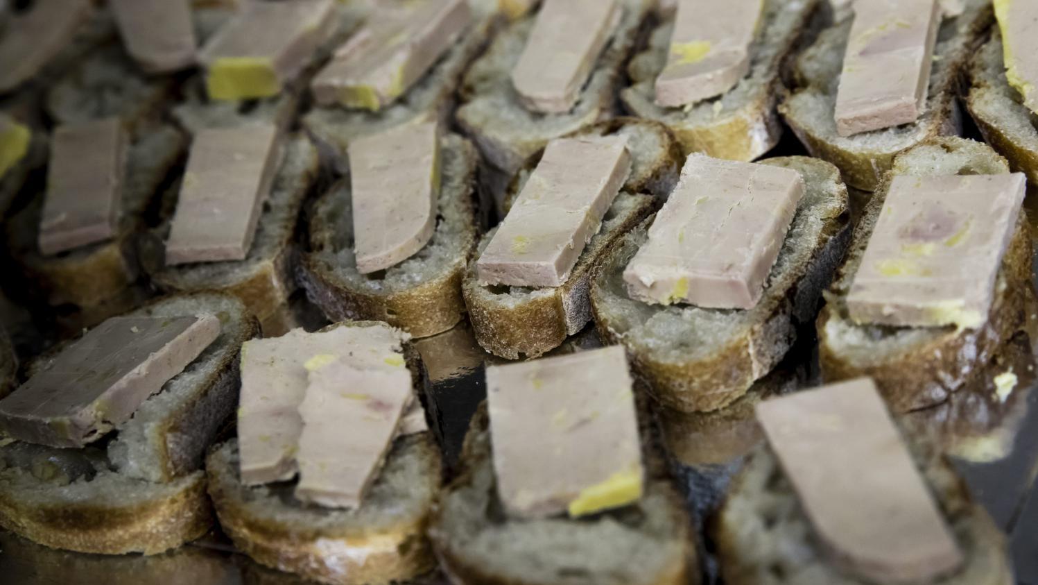 foie gras saumon fum p nurie ou pas direction rungis pour en avoir le c ur net. Black Bedroom Furniture Sets. Home Design Ideas