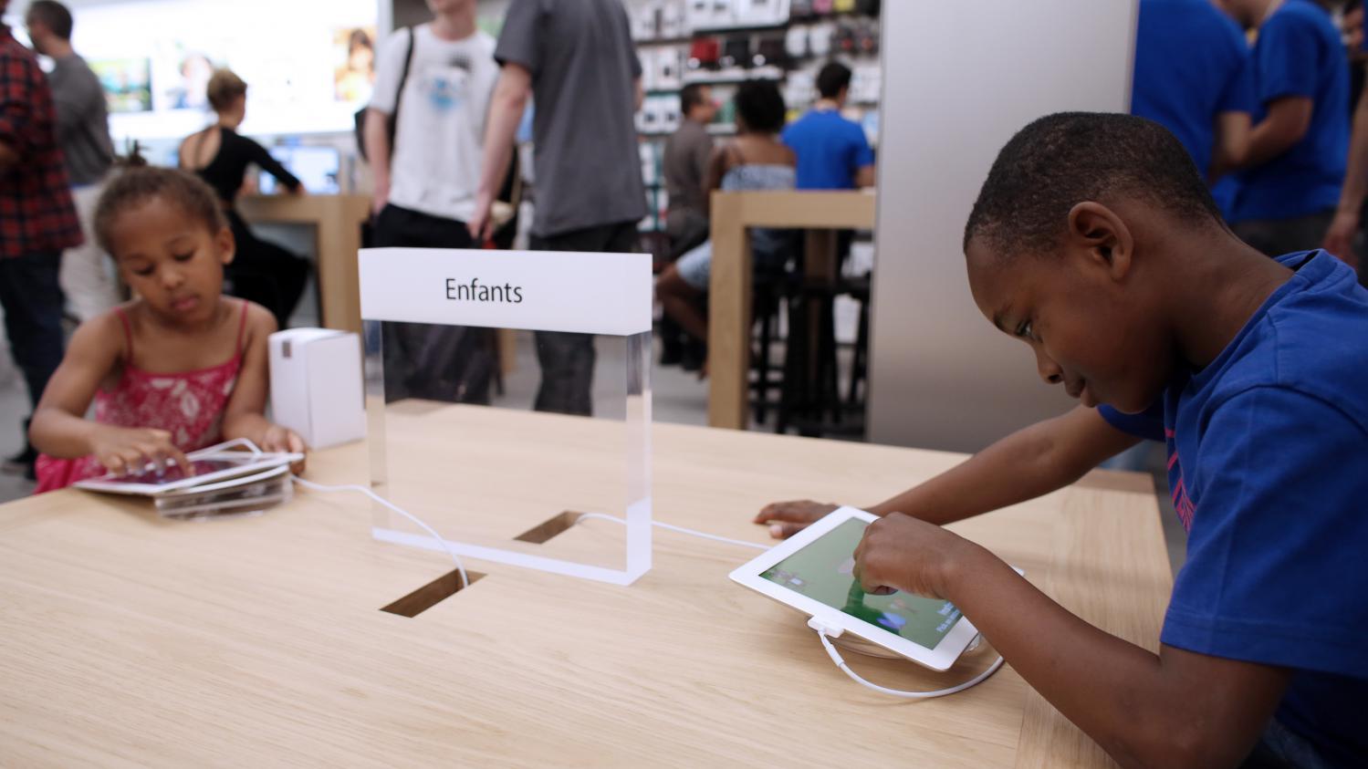 demain vos enfants feront peut tre une sortie de classe dans un apple store. Black Bedroom Furniture Sets. Home Design Ideas