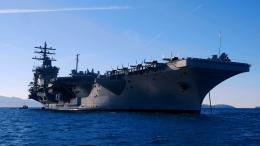 """Le porte-avions \""""USS Eisenhower\"""" en Méditerranée, en2009."""