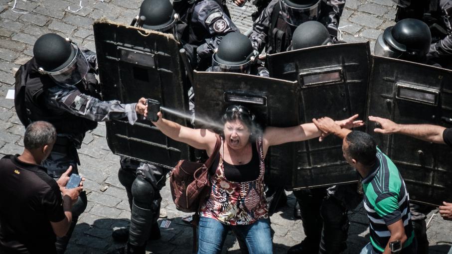 Manifestation devant l\'Assemblée législative de Rio de Janeiro le 16 novembre 2016.