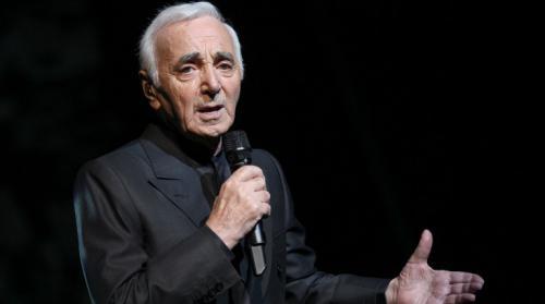 Charles Aznavour triomphe à 93 ans pour sa première à Bercy