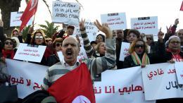 Des Tunisiens manifestent devant le Parlement à Tunis contre le retour des djihadistes dans leur pays. 24 décembre 2016.