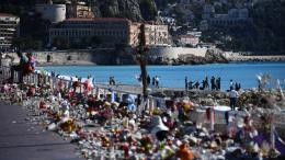 La promenades des Anglais à Nice, recouverte de fleurs après l\'attentat du 14 juillet 2016.