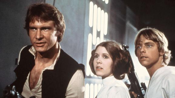 Harrison Ford, Carrie Fisher et Mark Hamill sur le tournage de l\'\'Episode IV - Un Nouvel espoir\', sorti en 1977.