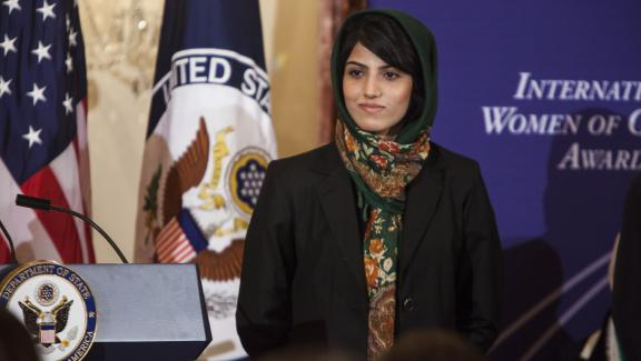 Niloofar Rahmani lors de la remise des prix de l\'International Women of Courage Award, le 6 mars 2015, à Washington (Etats-Unis).