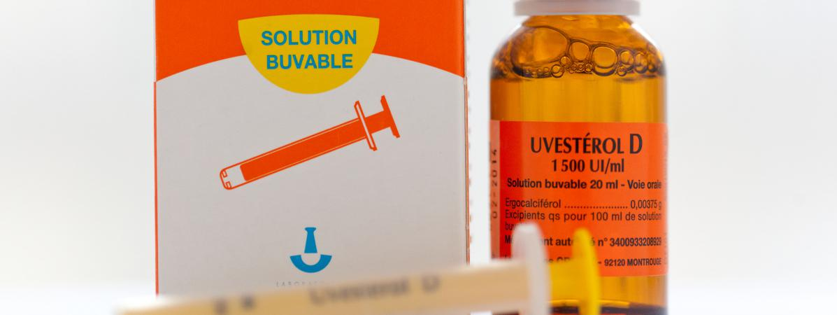 De la vitamine D en solution buvable.