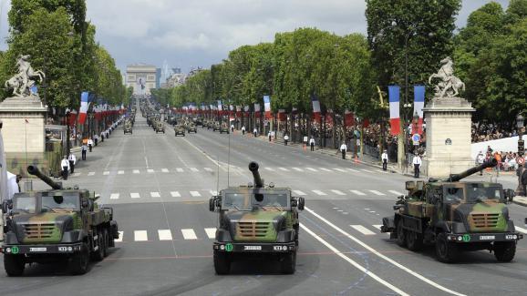 La France rapproche deux canons de Mossoul pour appuyer l'offensive — Etat islamique