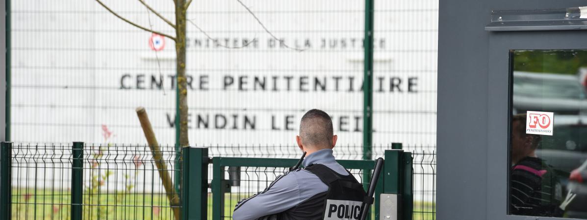 Devant la prison de Vendin-le-Vieil (Pas-de-Calais) le 3 juillet 2016.