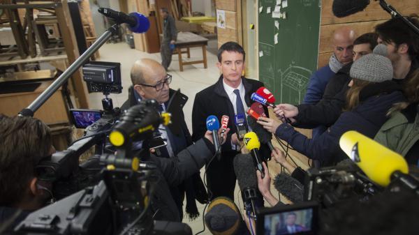 """Le débrief politique. Gifle de Manuel Valls : """"La démocratie, ça ne peut pas être la violence"""", selon le candidat"""