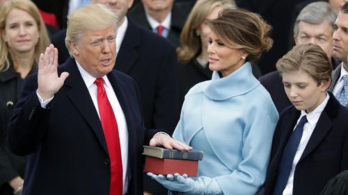 VIDEO. Donald Trump a été investi président des Etats-Unis : regardez sa prestation de serment