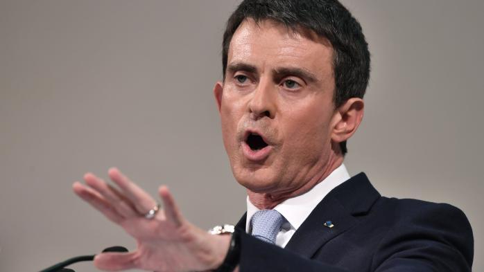 """VIDEO. Valls interrompu en plein meeting à Paris au cri de """"49.3, on n'oublie pas"""""""