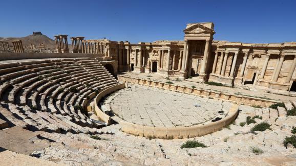 L'EI détruit la façade de l'ancien théâtre romain à Palmyre — Syrie