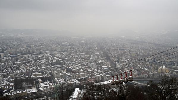 Isère : la neige s'invite à Villard-de-Lens en cette fin avril